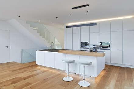 Haus S: moderne Küche von Klaus Mäs Architektur