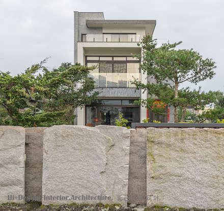 建築物外觀圍牆:  別墅 by Hi+Design/Interior.Architecture. 寰邑空間設計