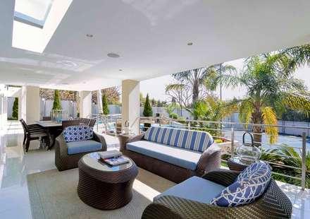 PORTFOLIO: modern Pool by CLINT LEWIS DESIGNS