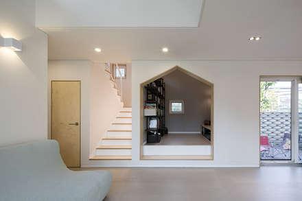 modern Living room by 소하  건축사사무소    SoHAA