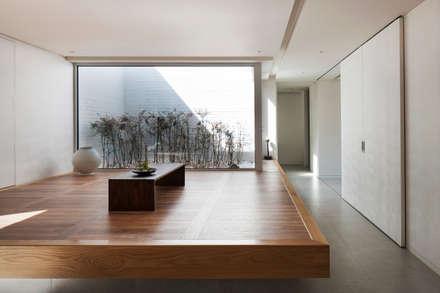 Modern Living Room By 백에이어소시에이츠