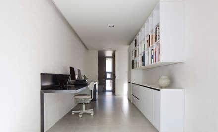modern Study/office by 백에이어소시에이츠