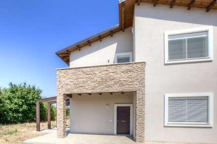Casa in legno Villa Conti: Case in stile in stile Moderno di Progettolegno srl