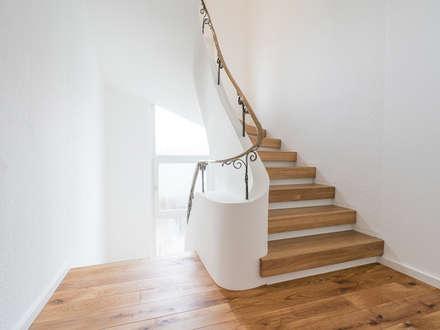 Treppenhaus:  Flur & Diele von pauly + fichter planungsgesellschaft mbH