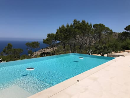 Private residence in Ibiza, Spain : Piscinas infinitas  por GlammFire
