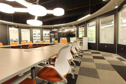 Espacios comerciales de estilo industrial arquitectura y for Diseno oficinas industriales