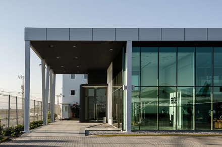 機場 by Bschneider Arquitectos e Ingenieros