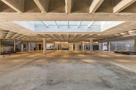 Garajes prefabricados de estilo  por Hype