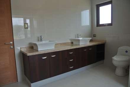colonial Bathroom by AtelierStudio