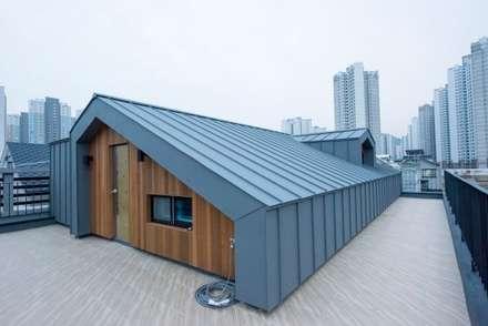 Roof by 피앤이(P&E)건축사사무소