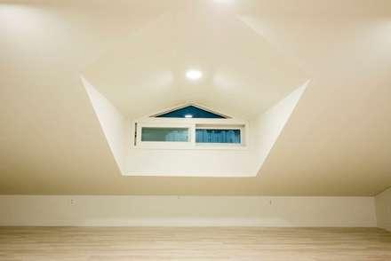 가촌리 상가주택: 피앤이(P&E)건축사사무소의  창문