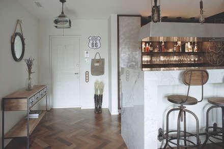 Appartamento di 62 m2, Mosca, Russia: Ingresso & Corridoio in stile  di Archventil - Architecture and Design Studio