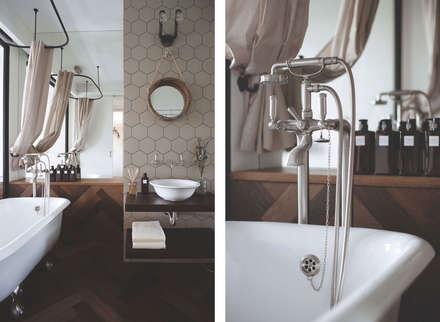 Appartamento di 62 m2, Mosca, Russia: Bagno in stile in stile Industriale di Archventil - Architecture and Design Studio