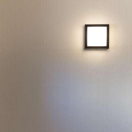 울산 강동산하지구 상가주택: 피앤이(P&E)건축사사무소의  벽