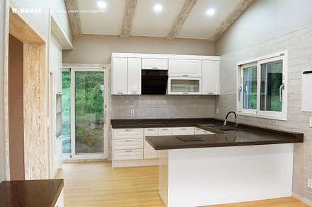 오창 50평형 ALC전원주택: W-HOUSE의  주방 설비