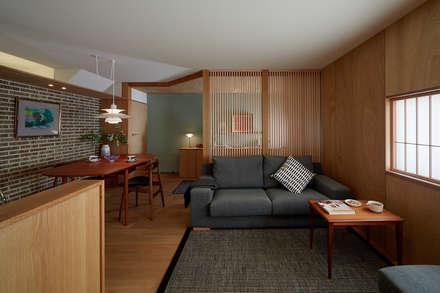 船穂の家/House In Funao: (株)セピオ一級建築士事務所が手掛けたリビングです。