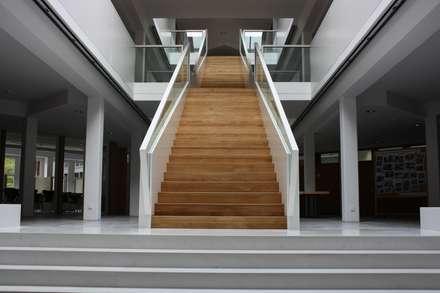 Treppen:  Flur & Diele von T&B Tischlerei GmbH