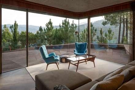 Sala de estar - Mjarc by Maria João e Ricardo Cordeiro : Salas de estar modernas por MJARC - Arquitectos Associados, lda