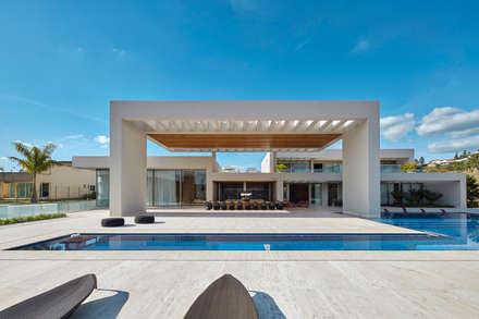 Casa em Nova Lima-MG: Casas familiares  por Lanza Arquitetos