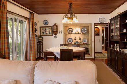 Moradia em Ílhavo: Salas de jantar clássicas por Miguel Marnoto - Fotografia