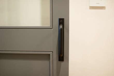 Puertas de estilo  por (주)바오미다