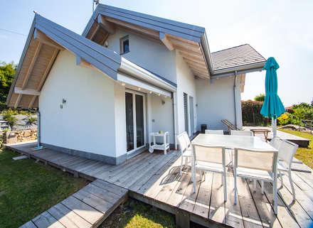 Casa in legno a Montonate, Varese. Dettagli esterno: Casa di legno in stile  di Novello Case in Legno