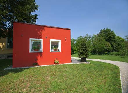 Ampliamento in legno a Vergiate: Casa di legno in stile  di Novello Case in Legno