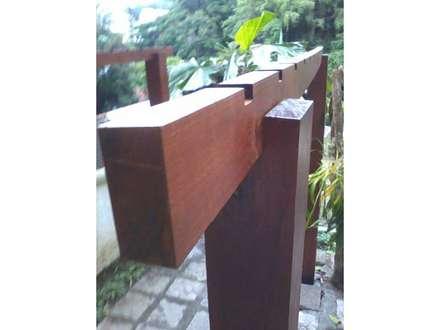 Pergolado Recanto das Acácias: Jardins de fachadas de casas  por CHACARA