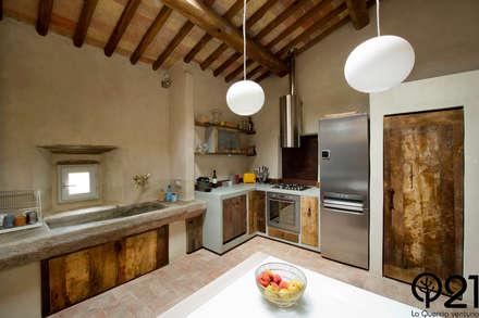 Una cucina nel Chianti: Cucina in stile In stile Country di Laquercia21