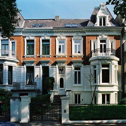Stadtvilla in Hamburg:  Einfamilienhaus von Nailis Architekten