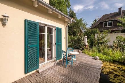 Stadtvilla im mediterranen Stil :  Terrasse von wir leben haus