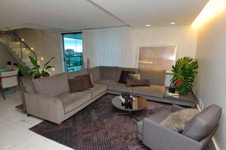 Sala de Estar: Salas de estar modernas por Gislene Soeiro Arquitetura e Interiores