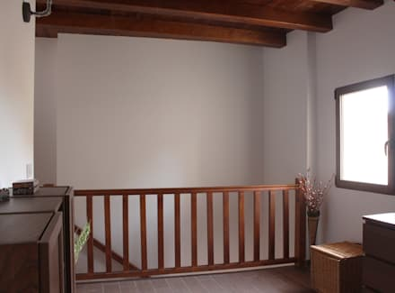 Ampliación y reforma vivienda s.XIX: Pasillos y vestíbulos de estilo  de P&P arquitectos