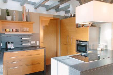 Küche In Eiche Und Schwarz: Einbauküche Von Schreinerei Mairhofer