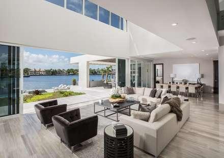AGD Architects diseña lujo y bienestar con KRION, en Gables Estates Club, Miami: Comedores de estilo moderno de KRION® Porcelanosa Solid Surface