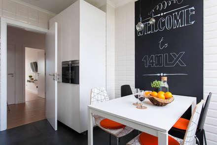 Remodelação de T2 para Airbnb: Cozinhas modernas por MP Architecture & Interior Design