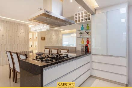 Cucinino in stile  di Raduan Arquitetura e Interiores