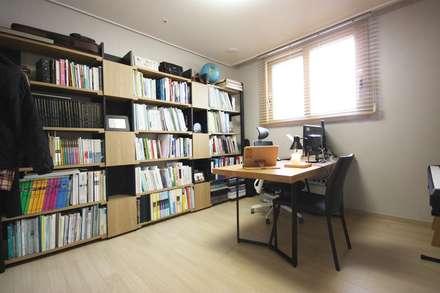 따뜻한 내츄럴 홈스타일링: homelatte의  서재 & 사무실