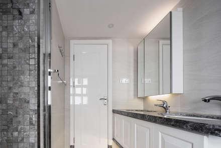 Asian Casa : modern Bathroom by Another Design International