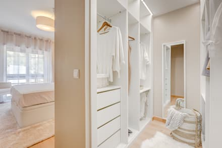 Walk in closet de estilo  por Santiago | Interior Design Studio