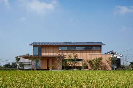 Casa di legno in stile  di ARTBOX建築工房一級建築士事務所