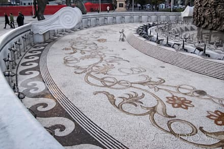 Mosaici Artistici: Pavimento in stile  di Studio 4 Srl
