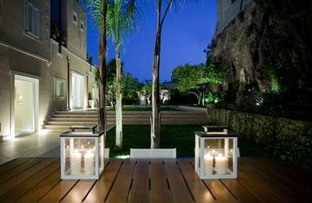 Jardines con piedras de estilo  por Arch. Giuseppe Barone _ Studio di Architettura & Tutela del Paesaggio