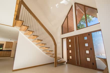 Bespoke Quarter-Turn Timber Staircase:  Corridor & hallway by Complete Stair Systems Ltd