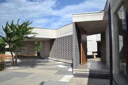 Casa C-17: Casas ecológicas de estilo  por XXStudio