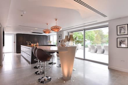 Mr and Mrs Storton's:  Built-in kitchens by Diane Berry Kitchens
