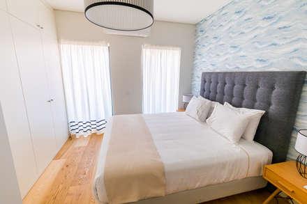 Bairro Alto - Apartamento T2: Quartos escandinavos por Sizz Design