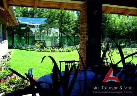 Zen garden by Aida Tropeano & Asoc.