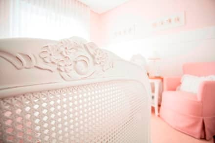 Baby room by Pereira Reade Interiores