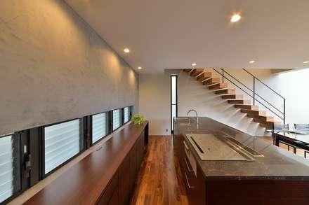 Tk house: Ikuyo Nakama Architect Design Officeが手掛けたキッチンです。